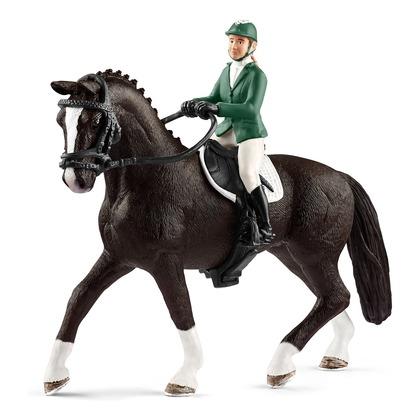 Наездница с чёрной лошадью