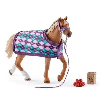 Чистокровная верховая лошадь с попоной