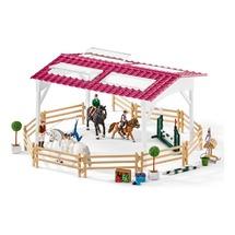 Школа верховой езды с лошадьми и наездниками