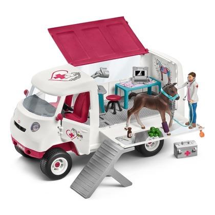 Ветеринарный фургон с жеребенком
