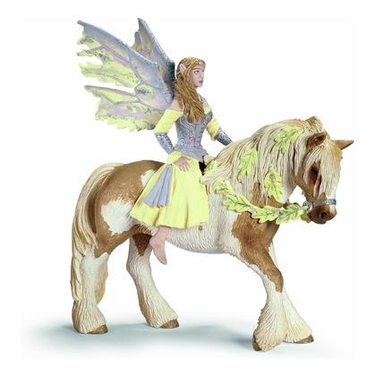 Эльфийка Сера на лошади