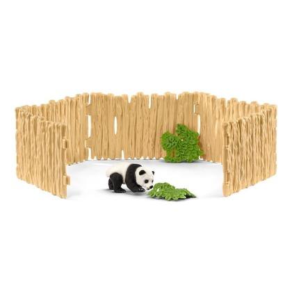 Загон с детенышем панды