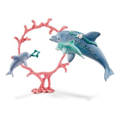 Дельфин с детенышами