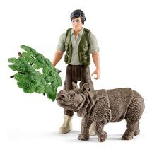 Рейнджер и нндийский носорг