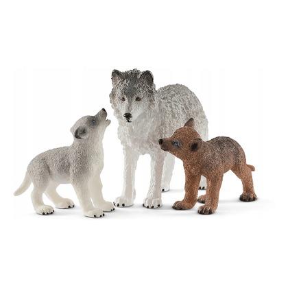 Самка волка с волчатами
