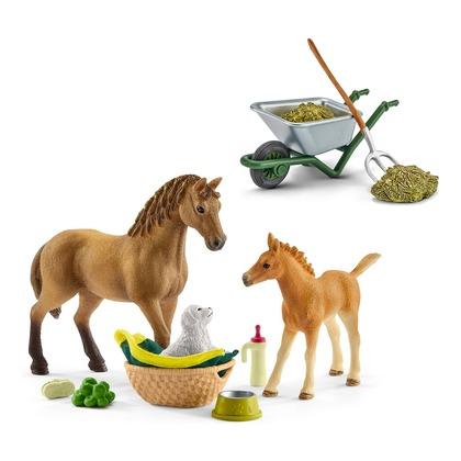 Детеныши животных в конюшне + набор для чистки